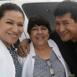 Sus hijos Mayra Araceli y Marco Antonio.